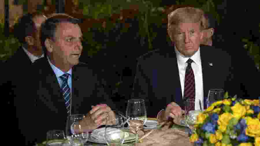 Colunista da Folha sugere, em coluna publicada no site do jornal, que presidente dos EUA se mate e que Bolsonaro siga exemplo - JIM WATSON/AFP