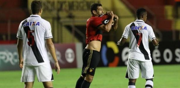 Diego Souza havia recebido 2 jogos de suspensão pela expulsão contra o Vasco - Guga Matos/JC Imagem