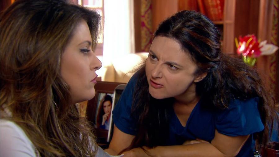Cíntia (Milena Ferrari) e Matilde (Carla Fioroni) em cena de Chiquititas (Reprodução / SBT) - Reprodução / Internet