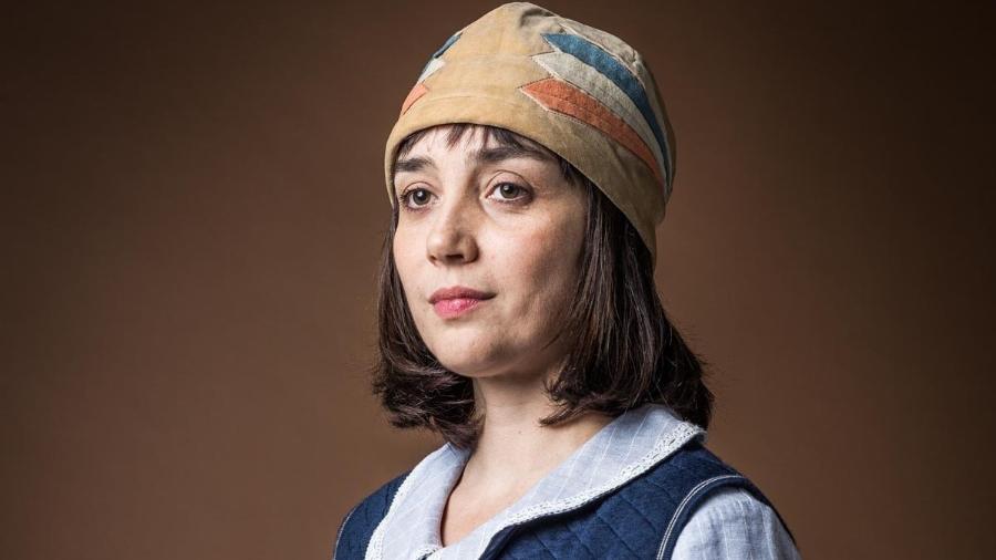 Simone Spoladore como Clotilde em Éramos Seis (Reprodução/TV Globo). - Simone Spoladore como Clotilde em Éramos Seis (Reprodução/TV Globo).