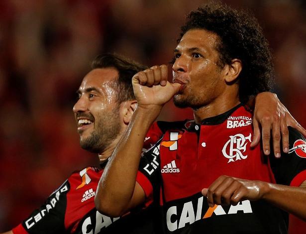 Willian Arão está na mira do Olympiacos, mas proposta foi recusada pelo Flamengo