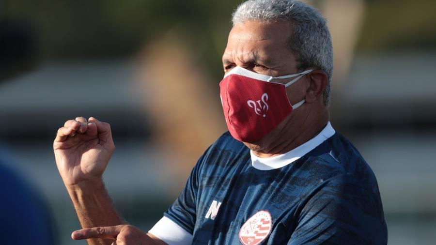 Técnico do Náutico, Hélio dos Anjos comandou o Vasco em 2001, mas deixou o clube alegando salários atrasados - CAIO FALCãO/NáUTICO