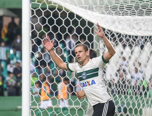 Matheus Galdezani assinou com o Coxa até 2020