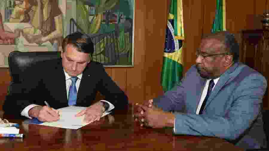 Assinatura do ato de nomeação de Decotelli, no dia 25 de junho                              -                                 MARCOS CORRÊA/PR