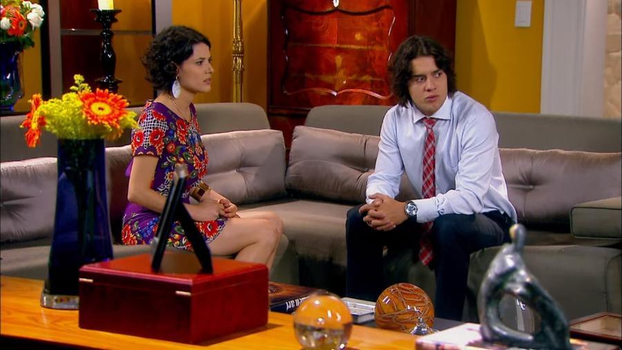 Carol (Manuela do Monte) e Júnior (Guilherme Boury) em cena de Chiquititas (Reprodução / SBT) - Reprodução / Internet