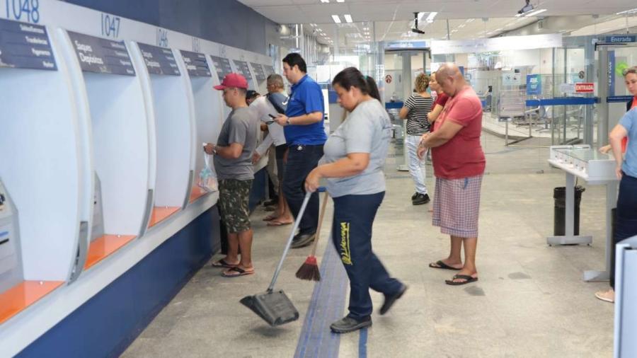 Os bancos e as casas lotéricas passam a ser responsáveis pela organização das filas internas e externas, além de outras medidas                              -                                 ALEXANDRE GONDIM/JC IMAGEM