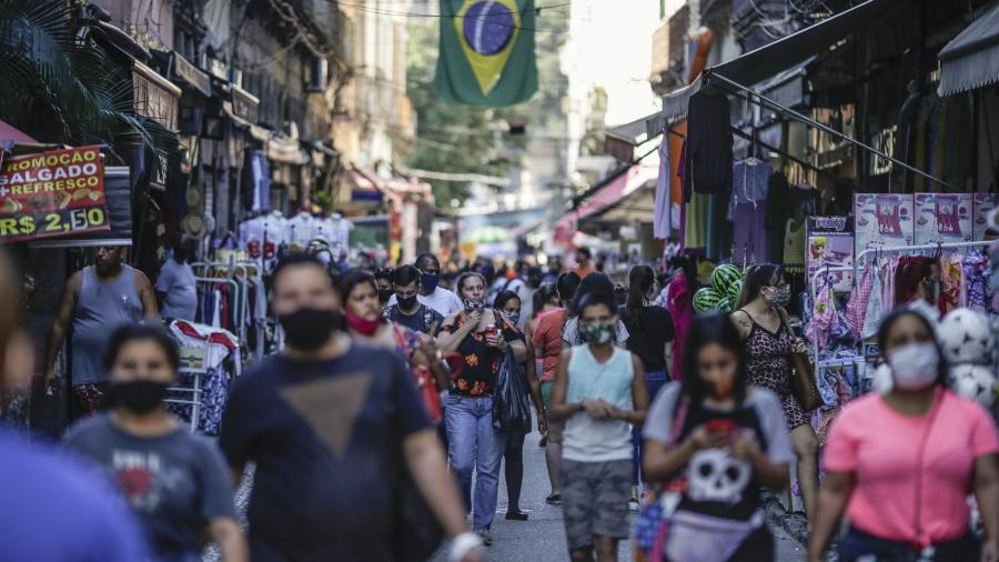 Rua da Alfândega, no centro do Rio; atividades da indústria, comércio e serviços foram uns dos mais afetados durante a pandemia - Bloomberg