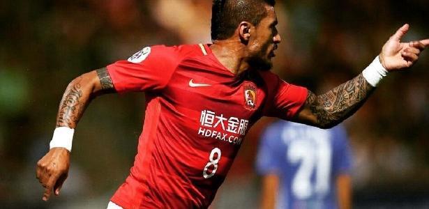 Paulinho se transferiu para a China em 2015 após uma passagem apagada pelo Tottenham