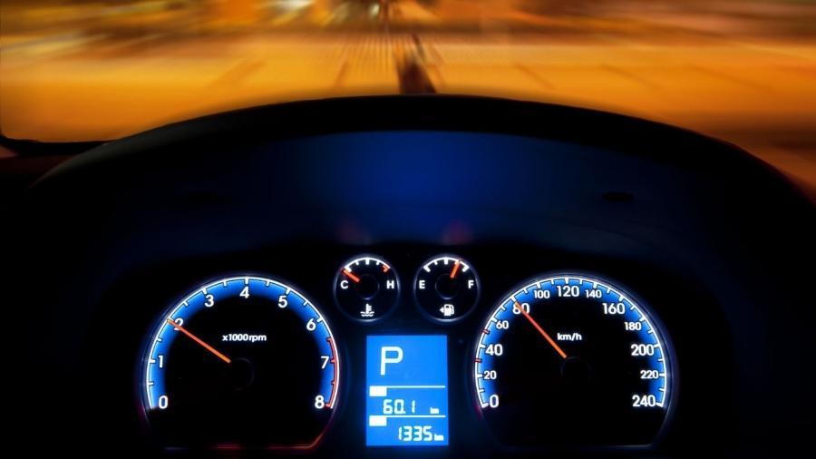 """Só carros bem antigos permitem adulterar o hodômetro girando as rodas de tração para trás, conclui programa """"Motor Mythbusters"""" - Shutterstock"""