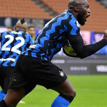 Lukaku comemorando gol na vitória contra o Torino - Getty Images