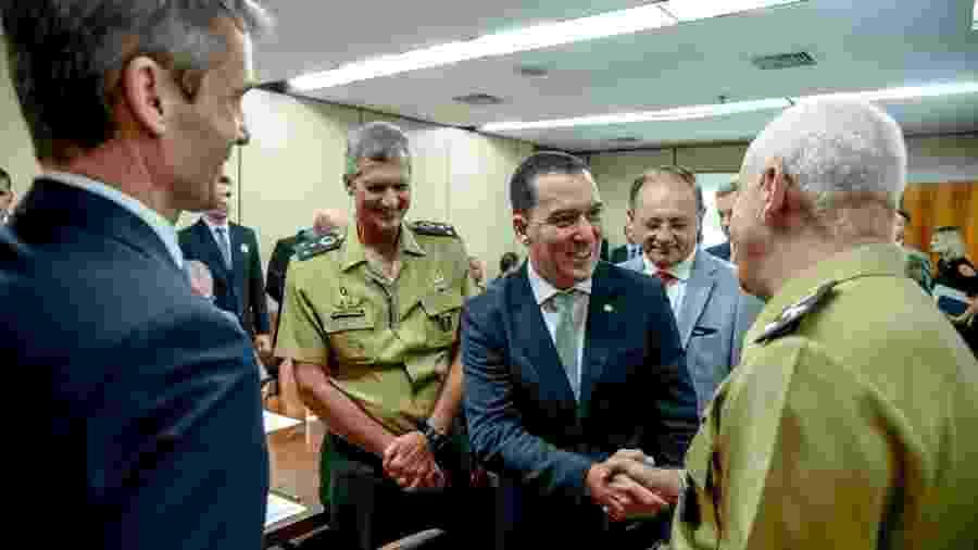 Vinícius Carvalho (centro) trata com os militares sobre a reforma da Forças Armadas desde o início de abril - Reprodução/Facebook