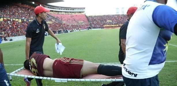 Everton Felipe rompeu o ligamento cruzado anterior do joelho esquerdo