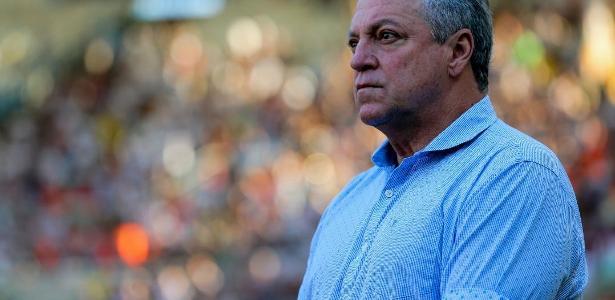 Técnico Abel Braga dirige Fluminense contra a Universidad - Lucas Merçon/Fluminense