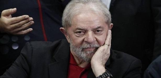 Lula está preso na Superintendência da Polícia Federal em Curitiba desde o dia 7 de abril - Foto: AFP