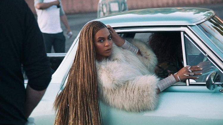 Beyoncé no clipe de Formation, single de Lemonade - YouTube - YouTube