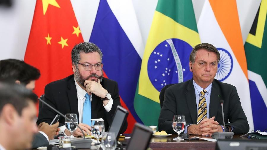 O presidente do Brasil Jair Bolsonaro e Ernesto Araújo, ministro das Relações Exteriores, participam da 12ª reunião de cúpula de chefes de Estado e de Governo do Brics, grupo que reúne Brasil, Rússia, China, Índia e África do Sul - Marcos Corrêa/Presidência da RepúblicaR