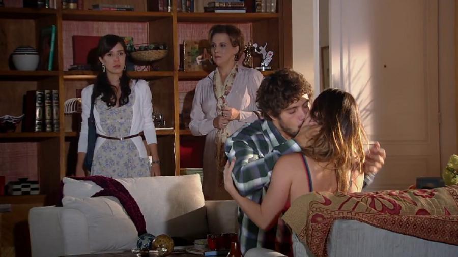 Manu (Marjorie Estiano), Eva (Ana Beatriz Nogueira), Rodrigo (Rafael Cardoso) e Ana (Fernanda Vasconcellos) em A Vida da Gente (Foto: Reprodução) - Reprodução / Internet