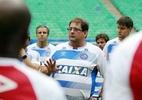 À espera de técnico, Inter treina fechado e