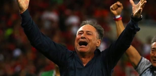 Ariel Holan, que comemora título no Maracanã, foi oferecido duas vezes ao Santos - Pilar Olivares/Reuters