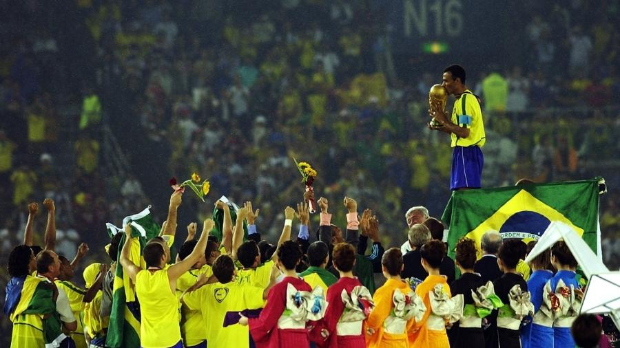 Cafu, capitão do Brasil em 2002 (Foto: Getty Images) -