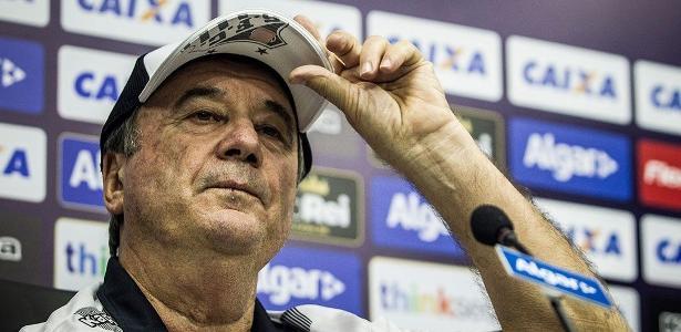 Treinador disse que torcida está afastada do time e alerta para o jogo de volta na Vila