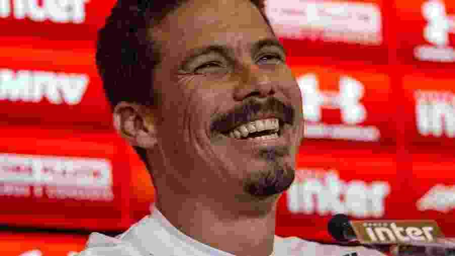 Hernanes sorri durante sua apresentação; volta de ídolos é uma constante no SP - Marivaldo Oliveira/Código19/Estadão Conteúdo