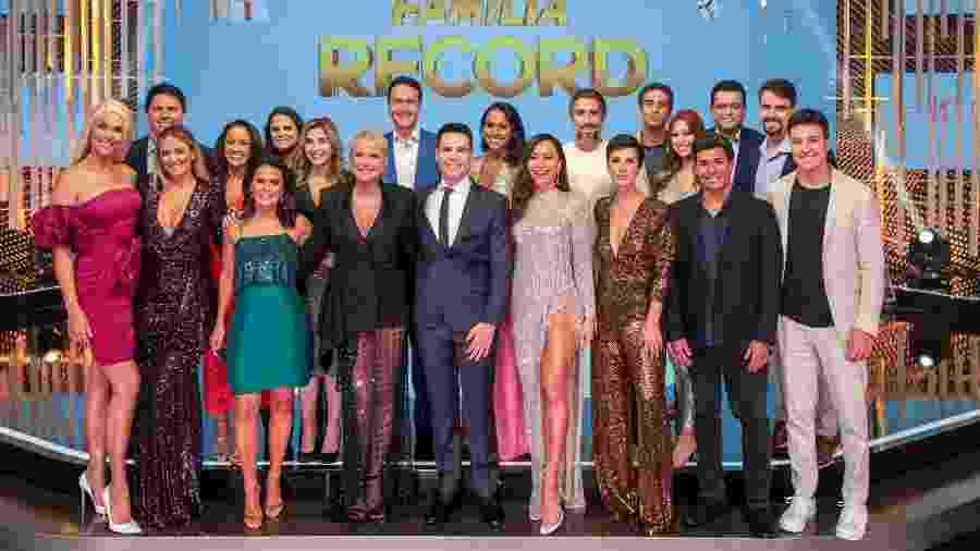 Na foto, a maioria do elenco da RecordTV  - Divulgação / Record TV