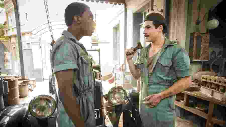 Tião (Izak Dahora) e Alfredo (Nicolas Prattes) em Éramos Seis  (João Miguel Júnior/ TV Globo) - João Miguel Júnior/ TV Globo