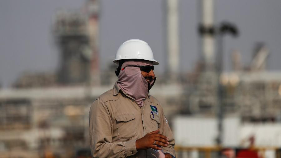 Sauditas oferecem corte extra e Opep+ fecha acordo sobre produção de petróleo - Maxim Shemetov/Reuters