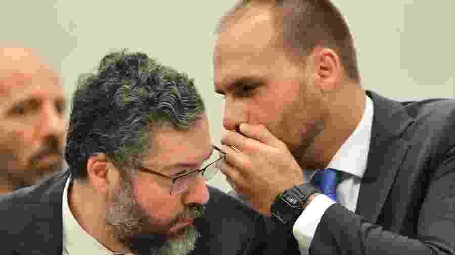 Eduardo Bolsonaro fala com o chanceler Ernesto Araújo em audiência na Câmara em marçõ - Marcelo Camargo / Agência Brasil