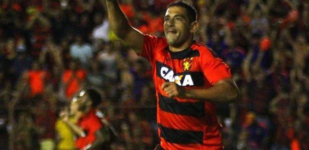 Diego Souza ficou mais uma vez de fora do treino do Sport