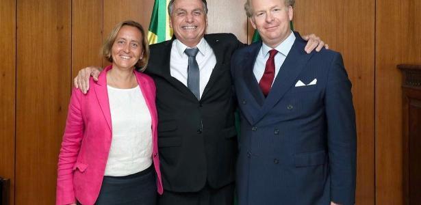 Leonardo Sakamoto | Opinião: Abraço de Bolsonaro em deputada de partido dos neonazistas excita fãs