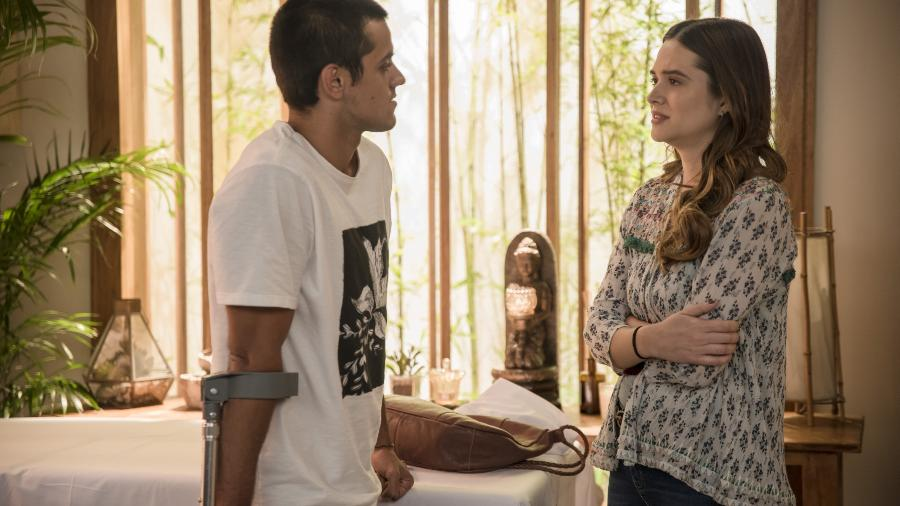 Téo (Felipe Simas) e Luna/Fiona (Juliana Paiva) de Salve-se Que Puder (Divulgação/TV Globo) - Reprodução / Internet