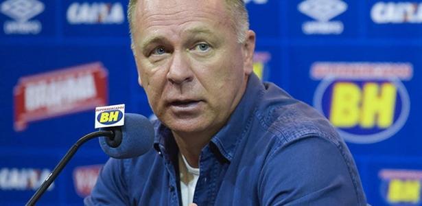 Mano terá alta nesta quarta, mas só voltará aos trabalhos no Cruzeiro na próxima semana