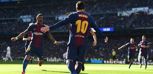 Paulinho e Messi: um passa, o outro infiltra