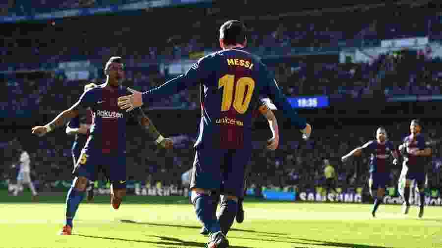 Paulinho e Messi: um passa, o outro infiltra - false