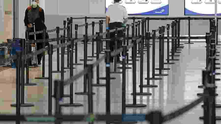 Aeroporto de Toronto vazio com a redução no número de voos por causa do coronavírus - Chris Helgren/Reuters