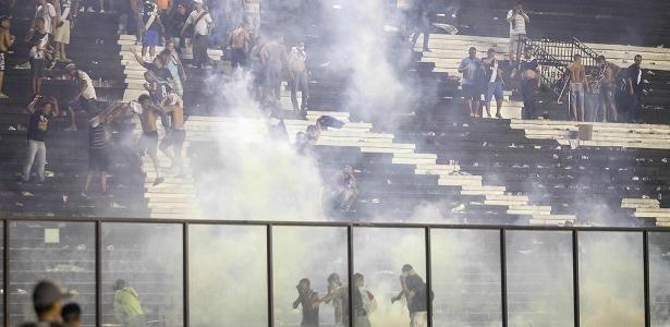 Confusão em São Januário em 2017; estádio tem sido palco de problemas