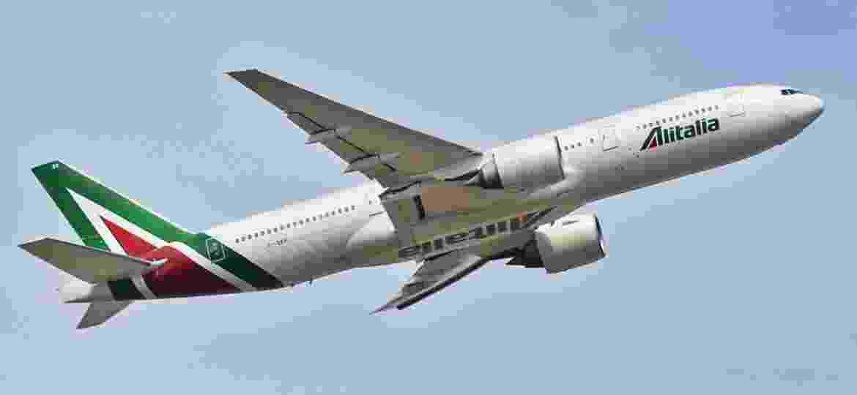 Milão registra 32,5% de cancelamento de viagens em 3 dias - Boeing 777-200ER da Alitalia