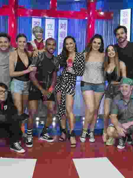 """Sabrina e os participantes do reality show """"Made In Japão"""", que entrará na programação dos sábados                              -  ANTONIO CHAHESTIAN/RECORD TV"""