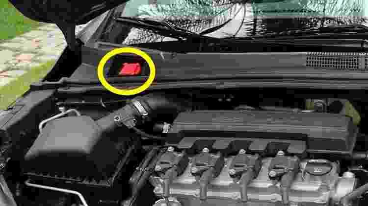 Geralmente, tanquinho de partida a frio fica posicionado no cofre do motor - Foto: AutoPapo - Foto: AutoPapo