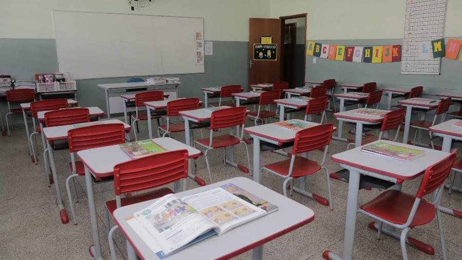 Sala de aula vazia de escola municipal que atende cerca de 500 crianças no ensino infantil e fundamental.  Os alunos estão sem aula por causa do Covid- -  Foto: DIRCEU PORTUGAL/FOTOARENA/FOTOARENA/ESTADÃO CONTEÚDO