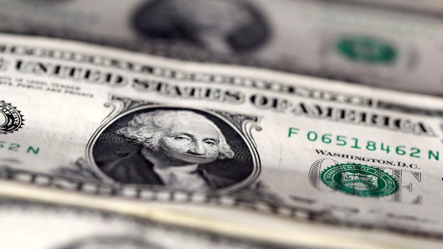 Dólar comercial já fechou abaixo de R$ 5 neste mês; moeda norte-americana tem impacto direto no custo de produção de veículos - Dado Ruvic/Reuters