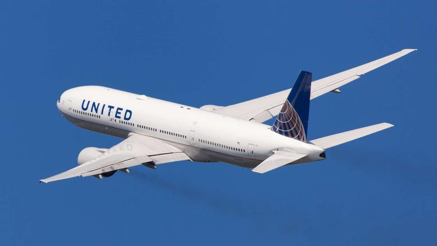 Passageiro de voo da United Airlines teve que ser sedado em meio a ataque; um dos passageiros agredidos levou 7 pontos na orelha - Avião da United Airlines