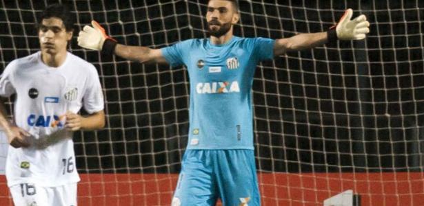 Vanderlei fez grandes defesas em vitória do Santos contra o Estudiantes na Argentina
