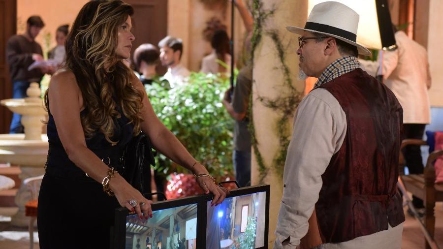 Lara (Cristiana Oliveira) e Carlos (Maurício Mattar) em Topíssima (Reprodução/Record TV). - Lara (Cristiana Oliveira) e Carlos (Maurício Mattar) em Topíssima (Reprodução/Record TV).
