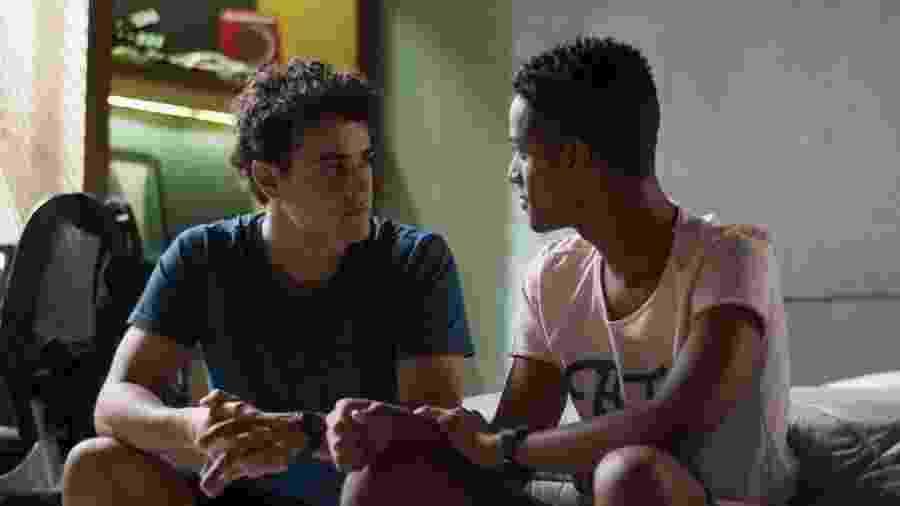 Serginho (João Pedro Oliveira) e Guga (Pedro Alves) em Malhação (Reprodução/TV Globo). - Serginho (João Pedro Oliveira) e Guga (Pedro Alves) em Malhação (Reprodução/TV Globo).