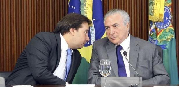 O presidente da República, Michel Temer (PMDB) (à dir.), com o presidente da Câmara, Rodrigo Maia (DEM-RJ)