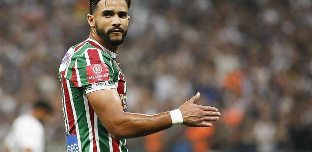 Roberto de Andrade afirma que o Corinthians não vai mais contratar Henrique Dourado
