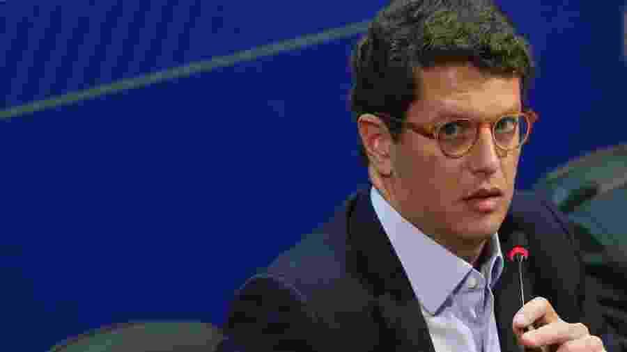 O Ministro do Meio Ambiente, Ricardo Salles, fala à imprensa, após reunião com os integrantes do Centro de Operações -  Antonio Cruz/ Agência Brasil